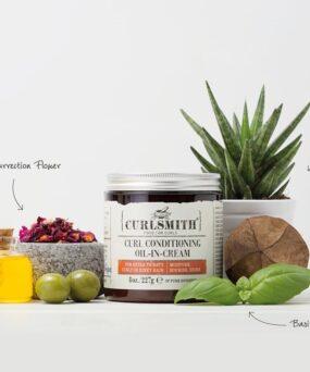Curlsmith Curl Conditioning oil-in-cream er leave-in balsam der indeholder lidt krøllecreme egenskaber til salg på www.curlsforyou.dk på billedet vises ingredienserne i hårproduktet