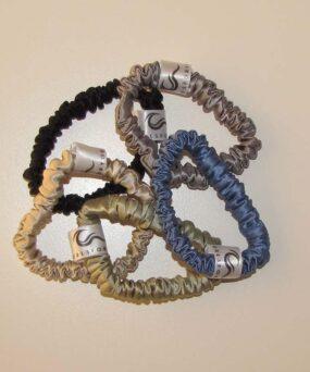 Silke Scrunchies i Mini størrelse fra vores eget CurlsForYou mærke alle farver