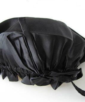 Silke Bonnet fra vores eget CurlsForYou mærke i farven Black billedet taget så sløjfe kan ses